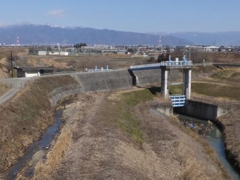 印川と鳴沢川樋門