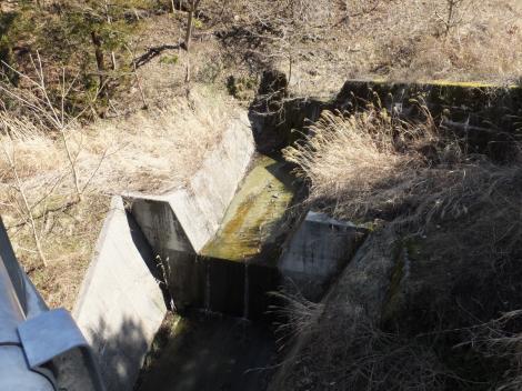 印川荒廃砂防ダム下の流路工