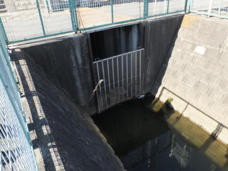 小石和用水樋管取水口