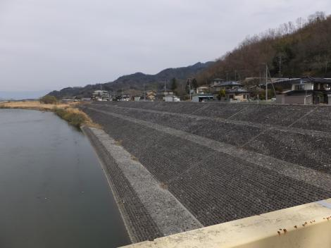 富士橋より富士川上流を望む