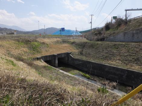 長沢川下流樋管入口