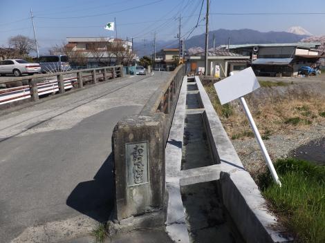 新利根川に架かる大久保橋