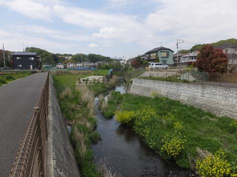 宮川橋下流の鶴見川