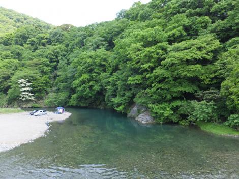 馬渡橋人道橋より中津川上流を望む