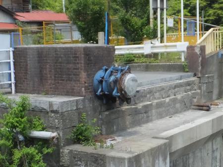 横須賀水道馬渡橋水管橋支持部