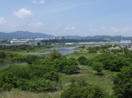 三段の滝広場より相模川を望む