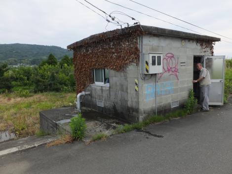 酒匂堰の川久保堰・操作室