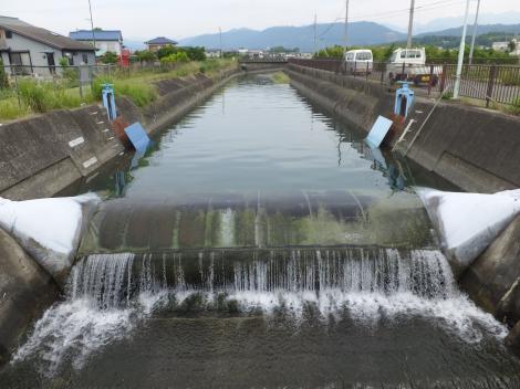 酒匂堰の川久保堰・水式ゴム引布製起伏堰