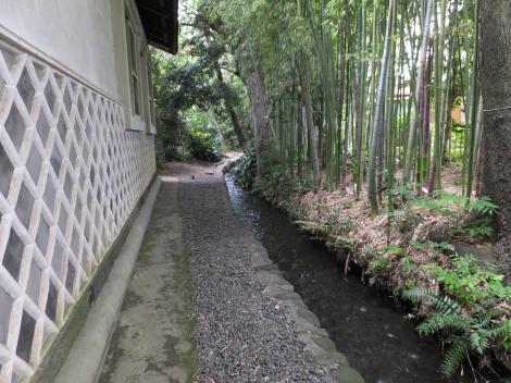 瀬戸屋敷・土蔵と水路
