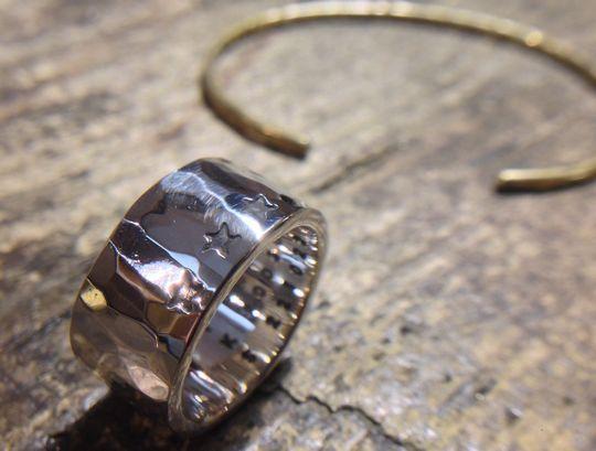 つち目の指輪