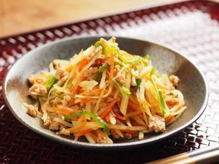 豚ひき肉とじゃがいものピリ辛27