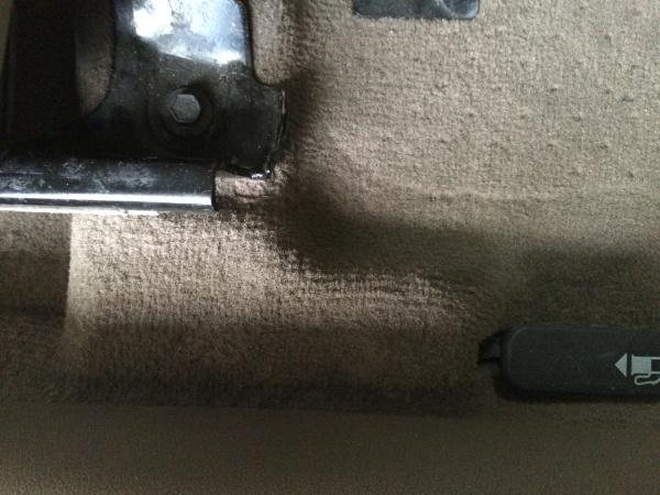 ジャガーXタイプ フロアカーペット 焦げ痕補修
