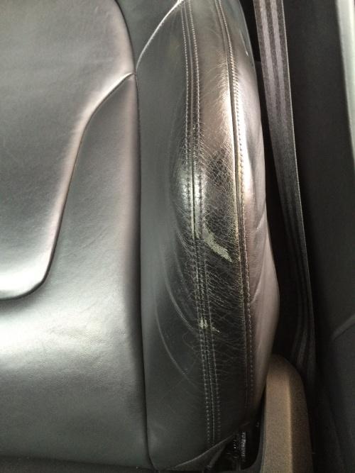 アウディ R8 レザーシート 擦れ、ひび割れ補修