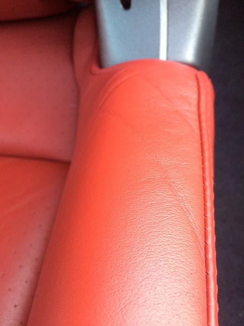 ポルシェ911タルガ4S レザーシート(赤) 傷補修