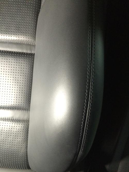 ベンツ CLS シューティングブレーク レザーシート ドア把手補修
