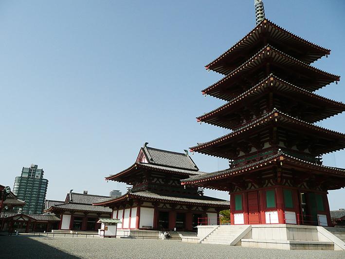 現代と古代の競演する四天王寺