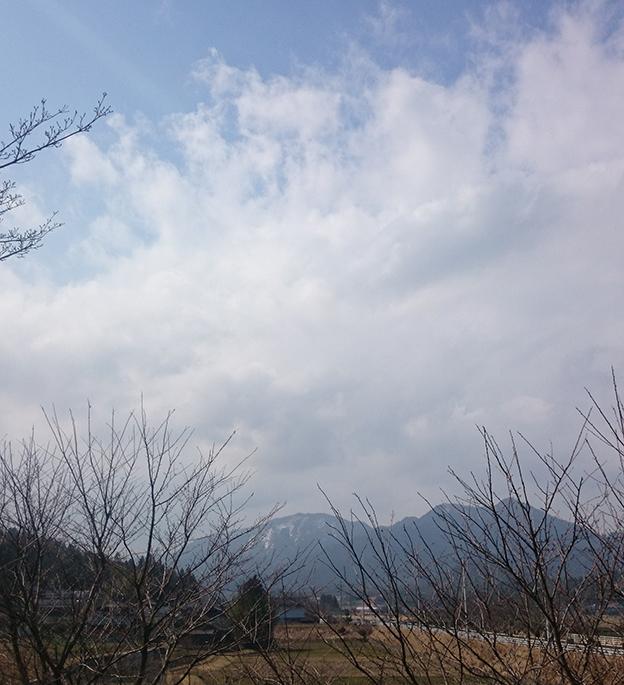 峰山町の公演から冠雪を頂く山々