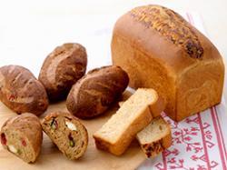 プルーンのヘルシー食パン/シリアルロール