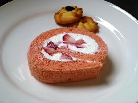ケーキ苺のロール