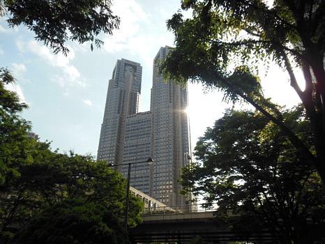 聳えたつ都庁