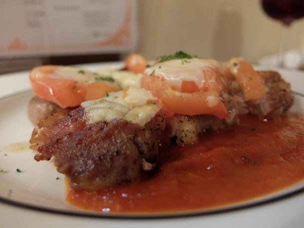 鶏もも肉のトマトとチーズの重ね焼き