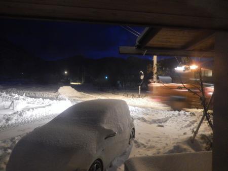 平成27年 元日の夜の除雪車