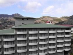 北館と箱根の山