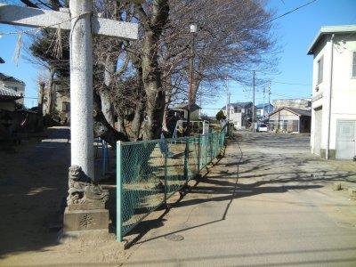 ①稲荷神社横の道
