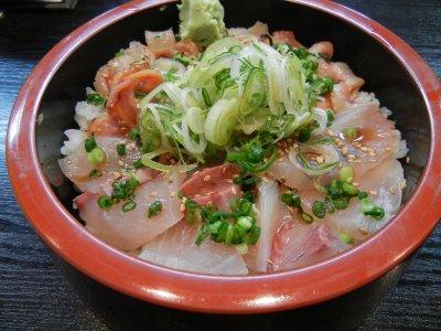 おすすめ丼(かんぱち・赤貝)