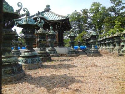 台徳院廟の唐金灯籠