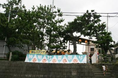 神明社境内にかけたらた大段幕 - 葉山下山口宵宮祭り2014