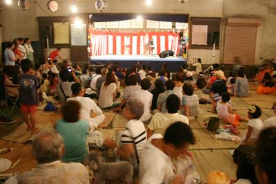 地元のこどもから大人までが参加するカラオケ - 葉山下山口宵宮祭り2014