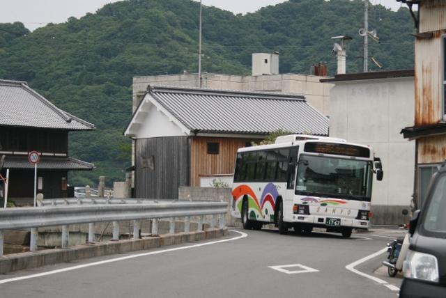 IMG_7951 帰りのバスが来た(640x428)