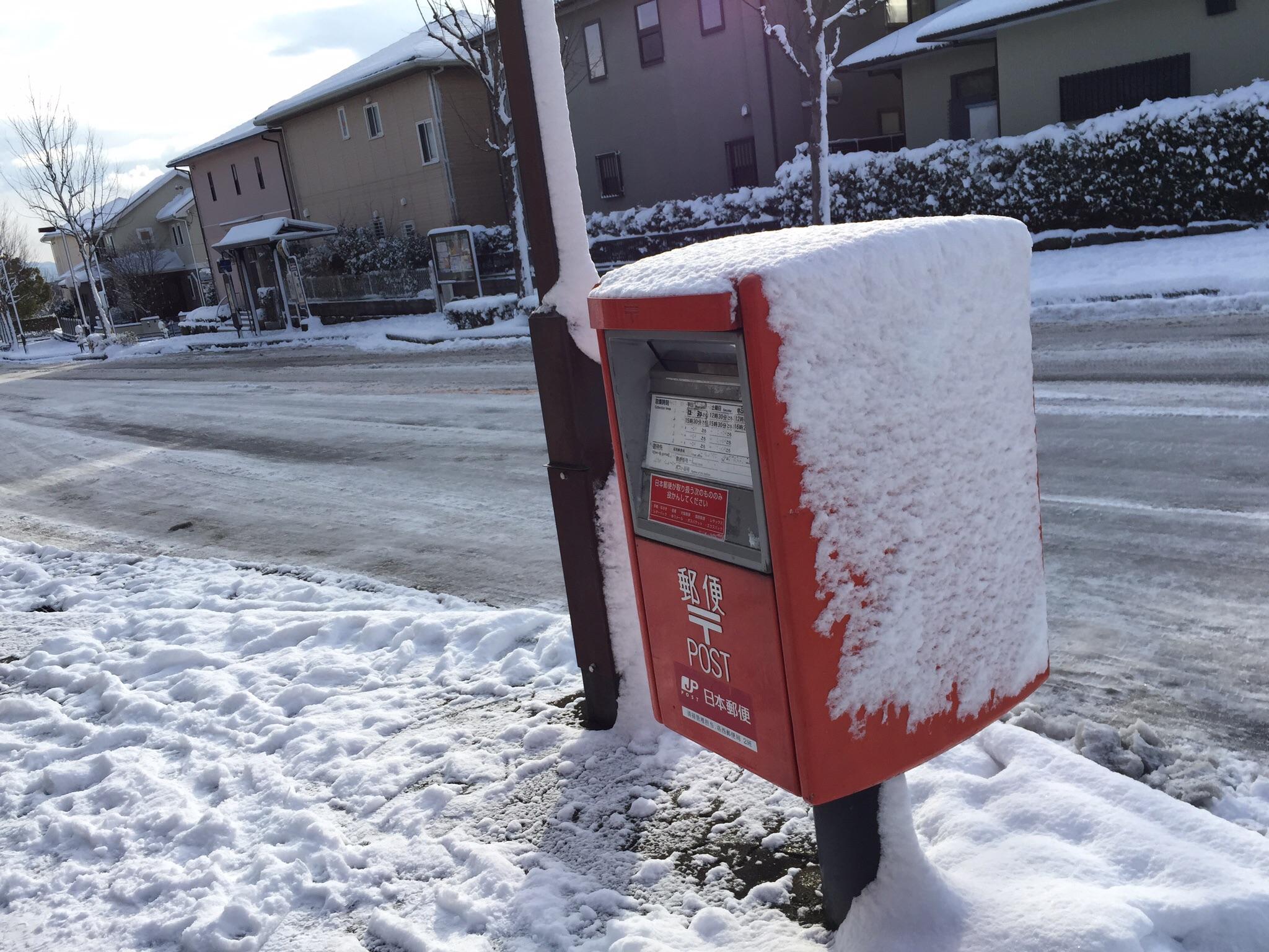 ポストと雪