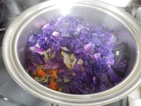 紫キャベツで野菜煮
