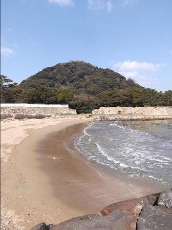 HA26萩城堀内運河河口より指月山を望む