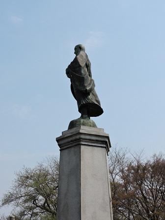 蓮如上人の像