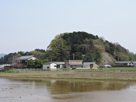 細呂木館跡遠望(北から)