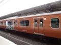 レンガ色の電車