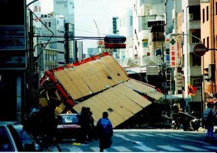 1280px-Hanshin-Awaji_earthquake_1995_337.jpg