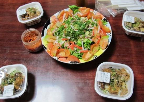 牛丼,カニカマ入りサラダ