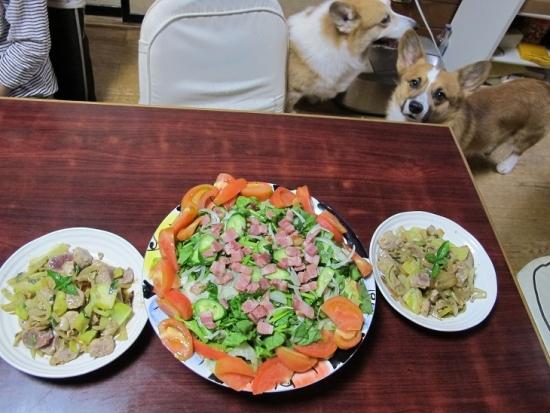 マグロの頭肉と野菜のジェノベーゼ炒め,ベーコンとほうれん草のサラダ