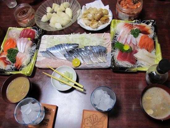 刺身盛り,しめさば,ニンニク丸揚げ,キムチ,味噌汁