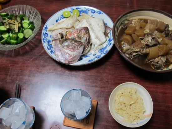 松茸ご飯,ブリアラ大根,鯛の頭の塩焼き,きゅうりの漬物