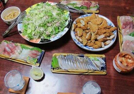 刺身盛,さつま揚げ各種,キャベツ千切りと水菜の豚しゃぶサラダ