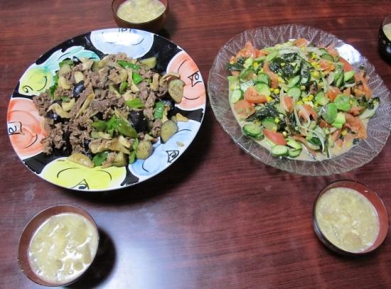 牛カルビとナスピーマンエリンギ炒め,ワカメ入りサラダ,冬瓜スープ