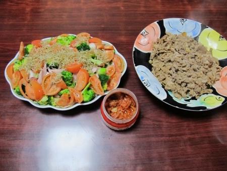 豆腐ほうれんそう魚肉ソーセージとシラスのカリカリ揚げサラダ,豚の生姜焼き