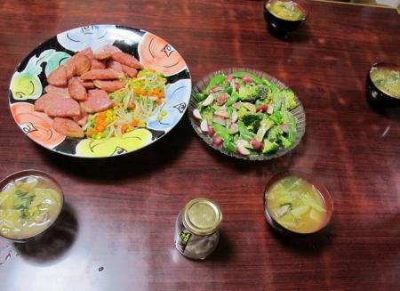 ハムステーキとバターミックスベジタブル,エンドウとブロッコリーのサラダ