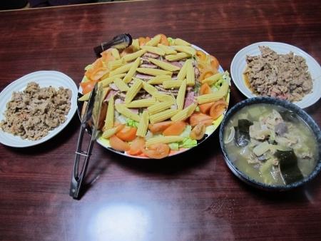 牛にんにくカラシ味噌焼き山椒入り,合鴨の燻製サラダ
