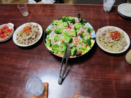 豚肉と玉ねぎの塩だれ炒め,イチゴとカニカマ入りサラダ,いちご